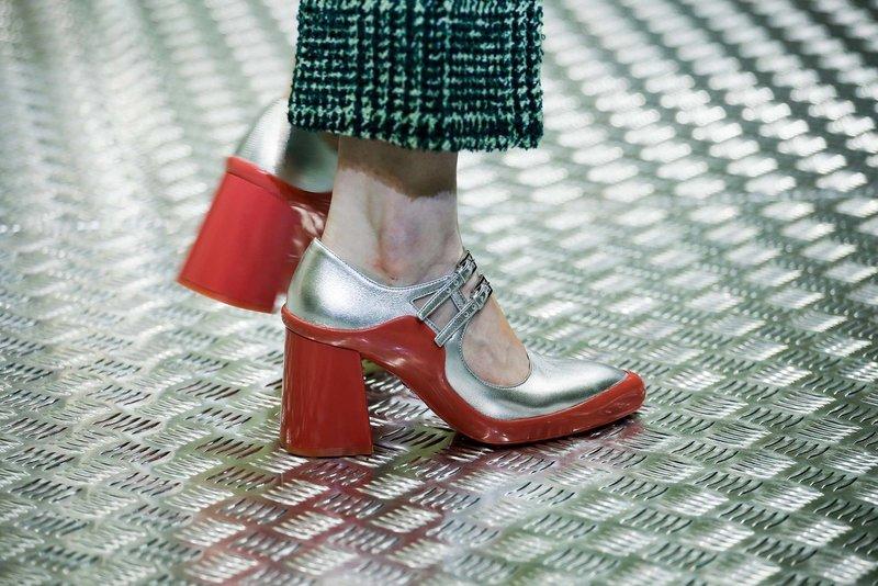 Необычные туфли с квадратным каблуком