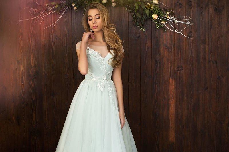 Мятное платье без бретелек