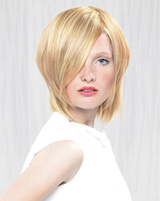 Девушка со стрижкой боб и косой удлиненной челкой