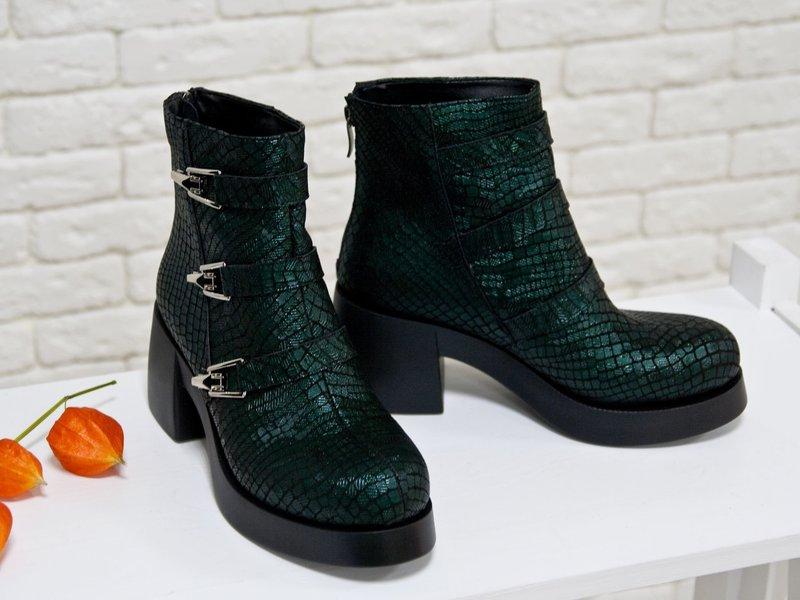Массивные женские ботинки: кожа рептилий
