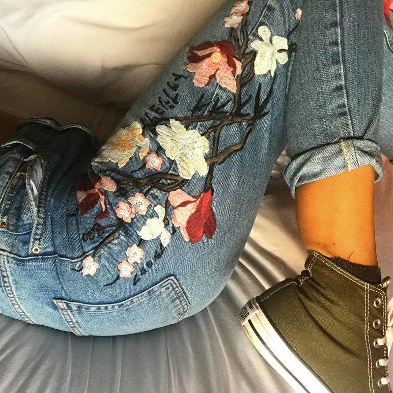 Декор джинс вышивкой