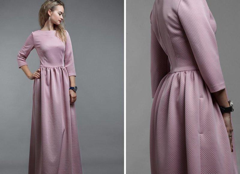 Розовое платье с карманами