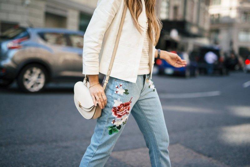 Необычный декор на джинсах