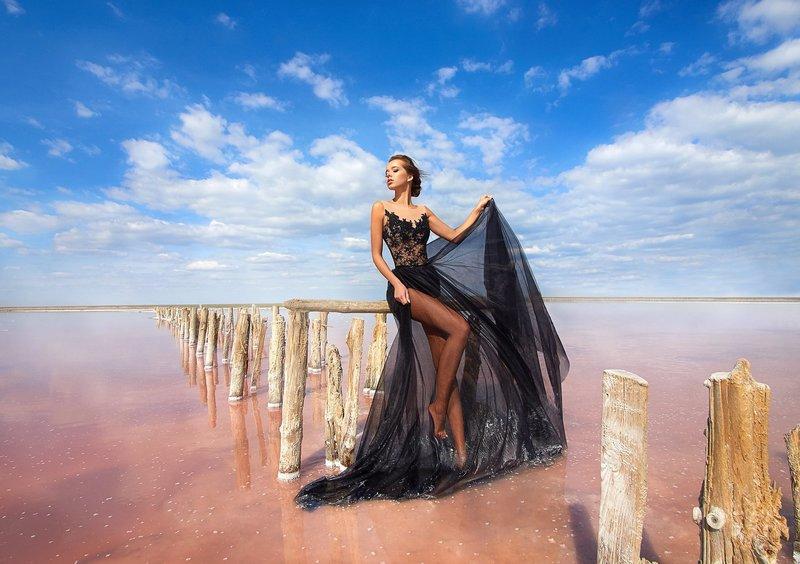 Платье с прозрачным подолом