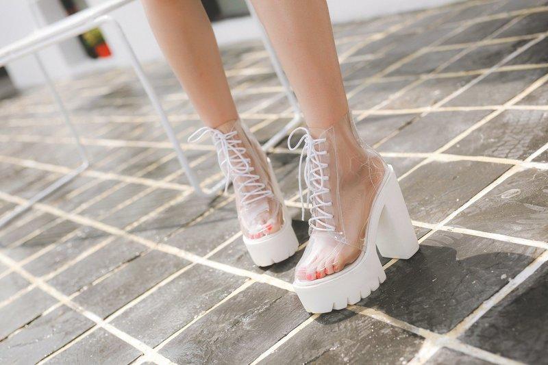 Топовая модель обуви с прозрачными элементами