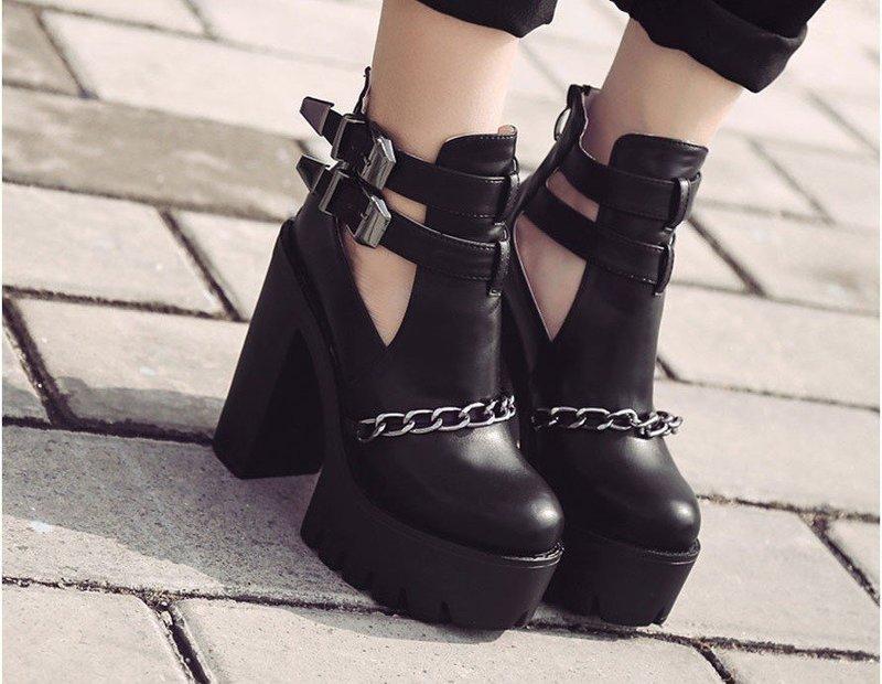 Стильные массивные ботинки