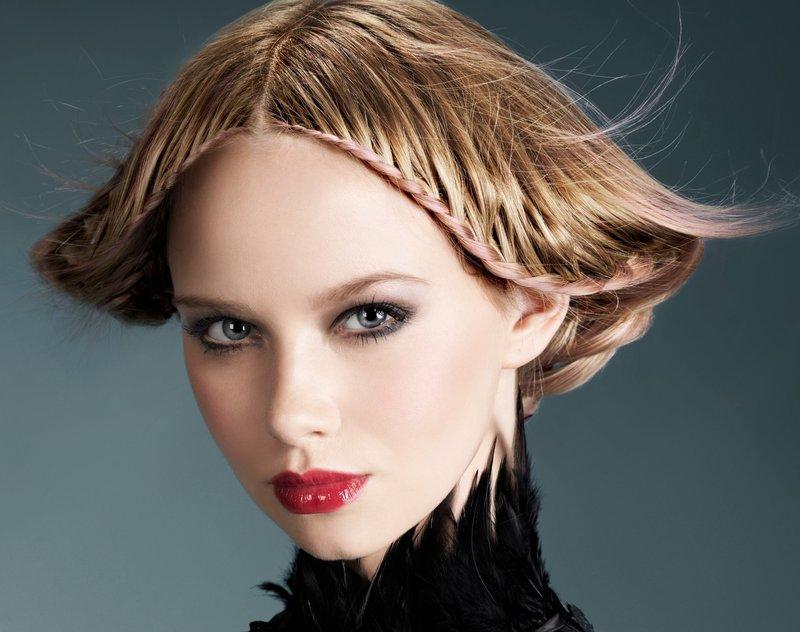 Интересная укладка волос средней длины