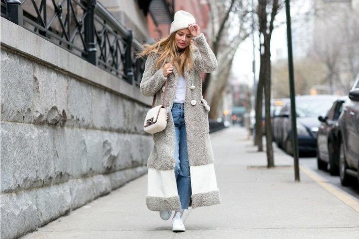 Красивое серое пальто