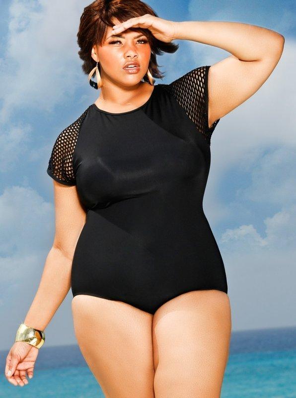 Красивый черный купальник