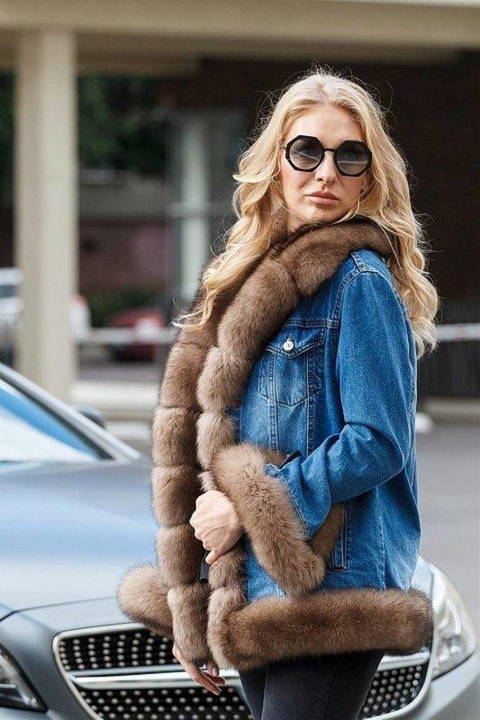 Модная джинсовая куртка с мехом