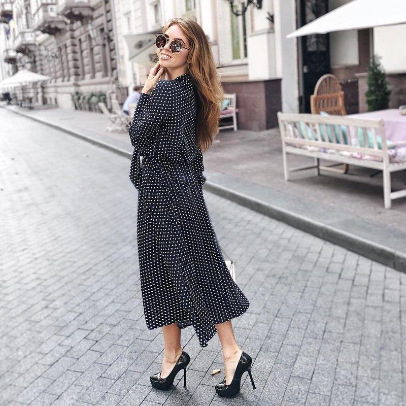 Модное платье в горошек