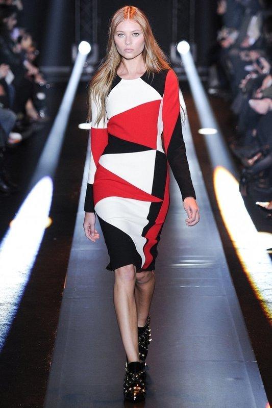 Осеннее платье с геометрическим принтом