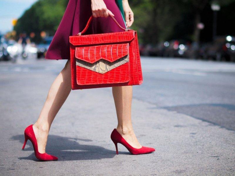 Модные туфли цвета фиеста