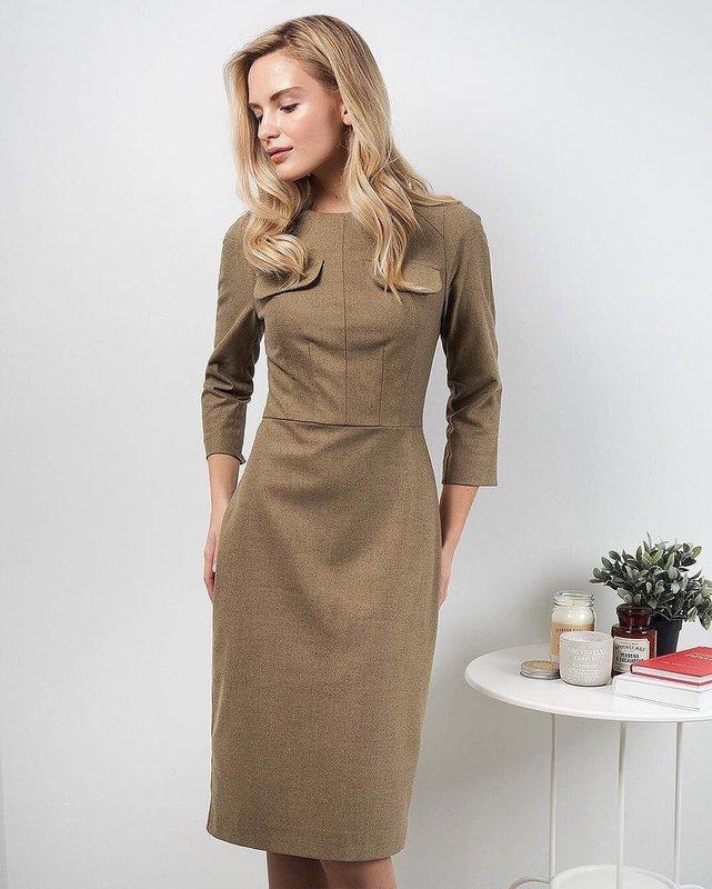 Песочное платье-футляр