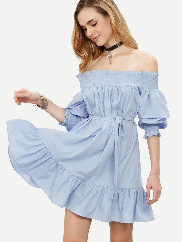 Повседневное платье с открытыми плечами
