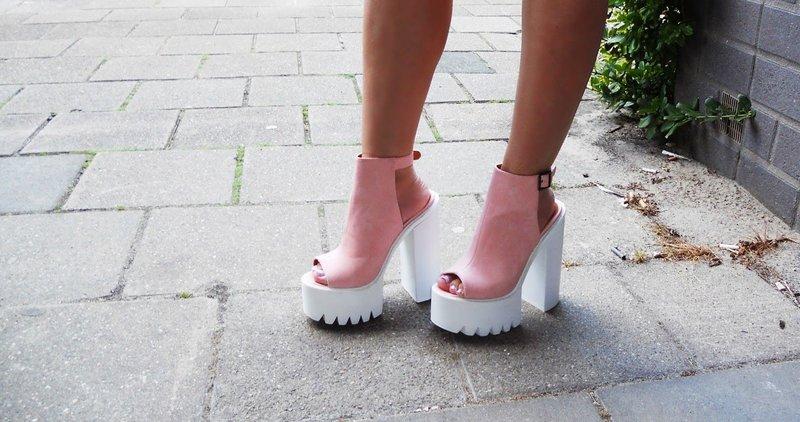 Розовые туфли на платформе
