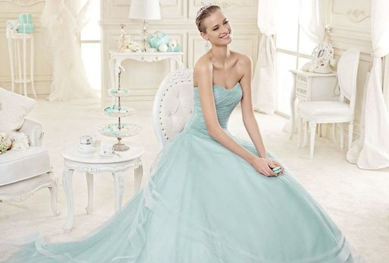 Мятное платье с голубым подтоном