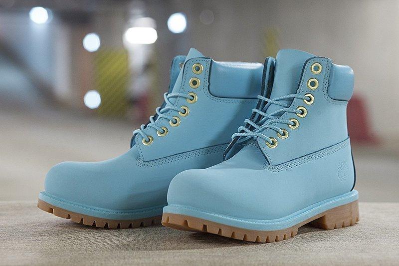 Зимняя женская обувь голубого оттенка