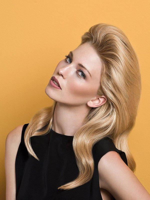 Укладка с начесом на средние волосы