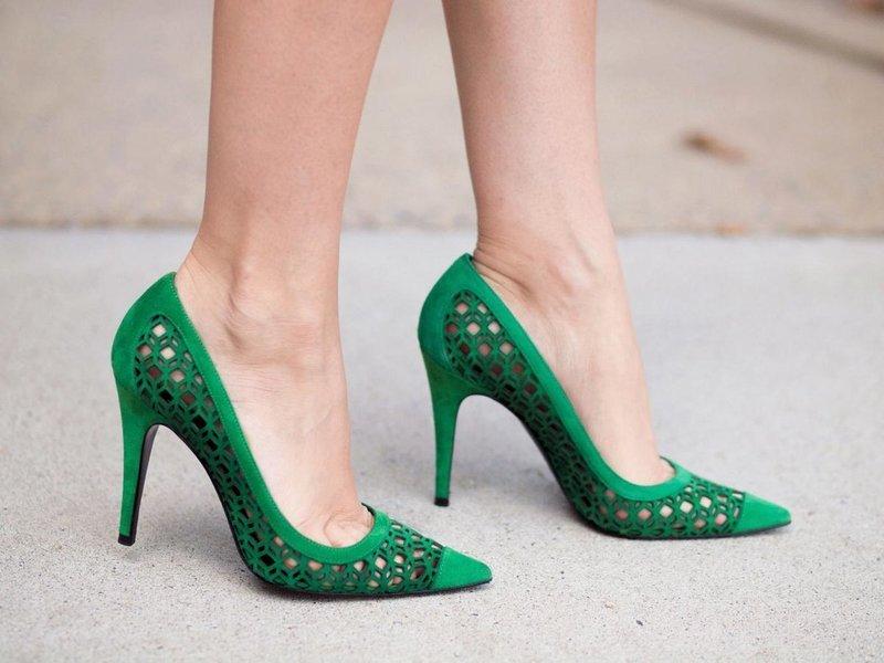 Изумрудные туфли с дырками