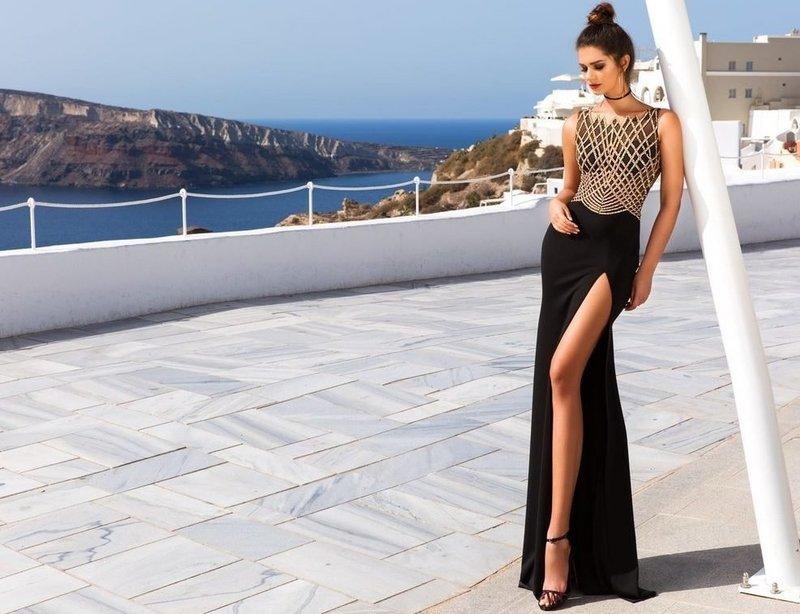 Элегантное платье с разрезом