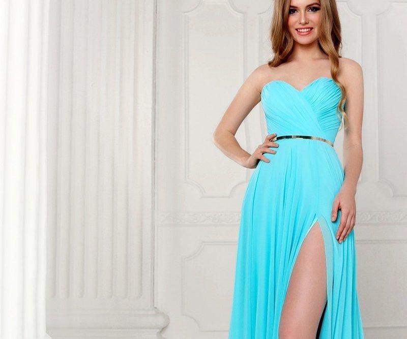 Голубое платье с пояском