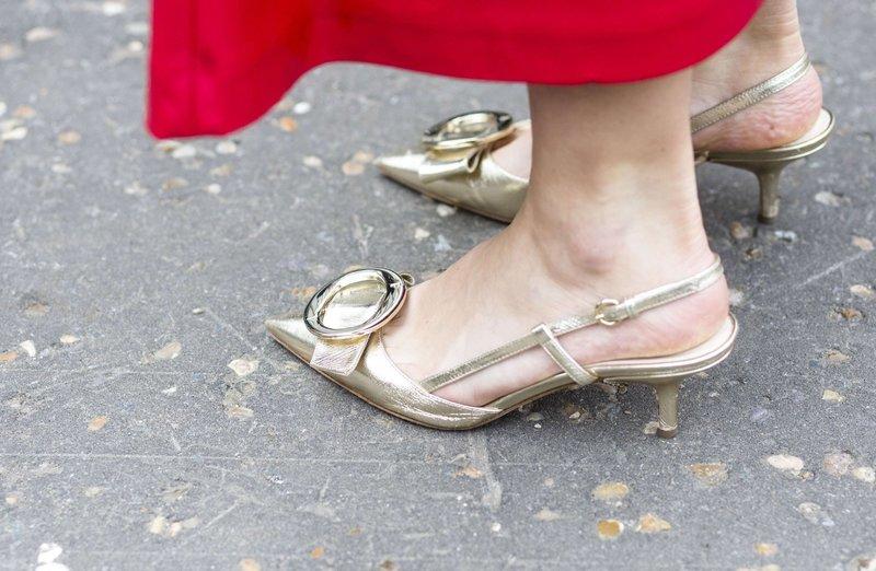 Золотистые kitten heels