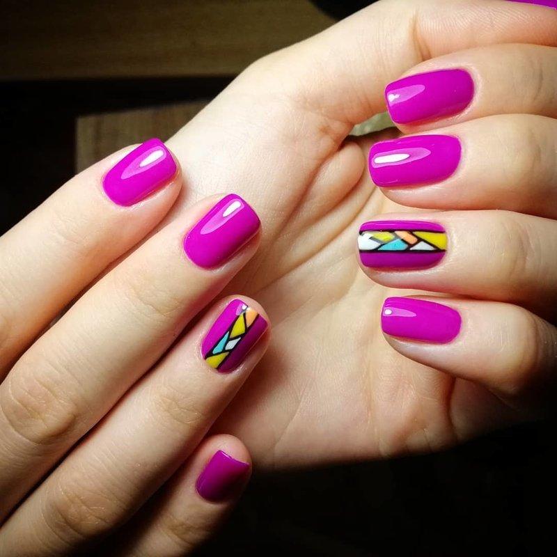 Ногти цвета фуксия с дизайном мозаика