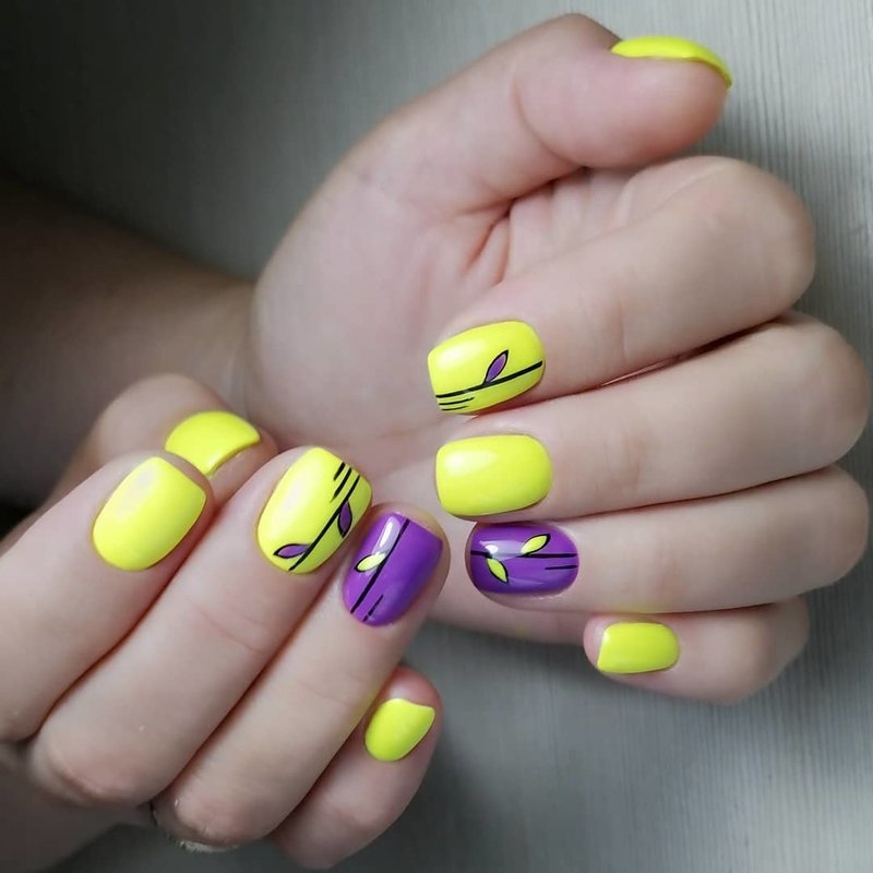 Желтый и фиолетовый маникюр