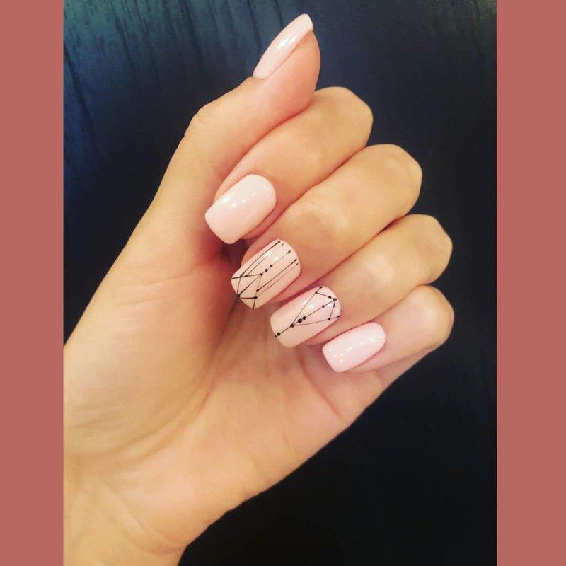 Геометрия с точками на ногтях
