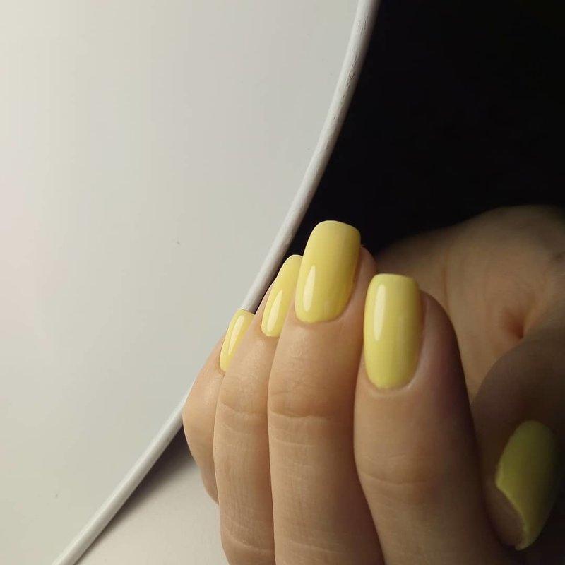 Нежный пастельный желтый