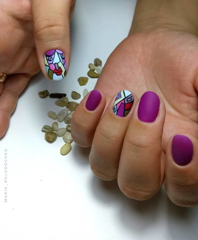 Матовые ногти с дизайном мозаика