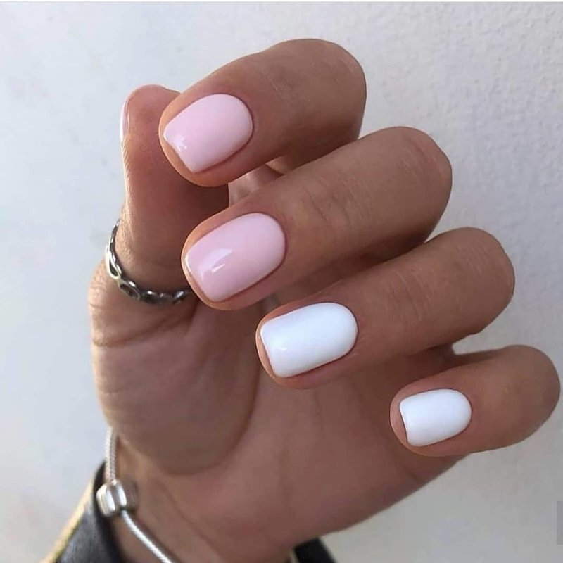 Белый и розовый маникюр