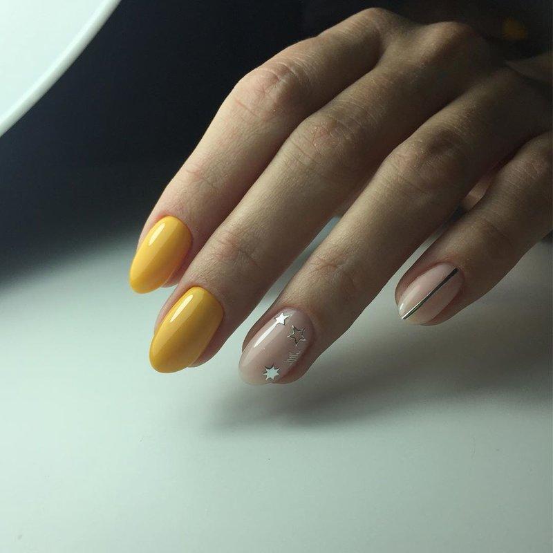 Звездочки на ногте