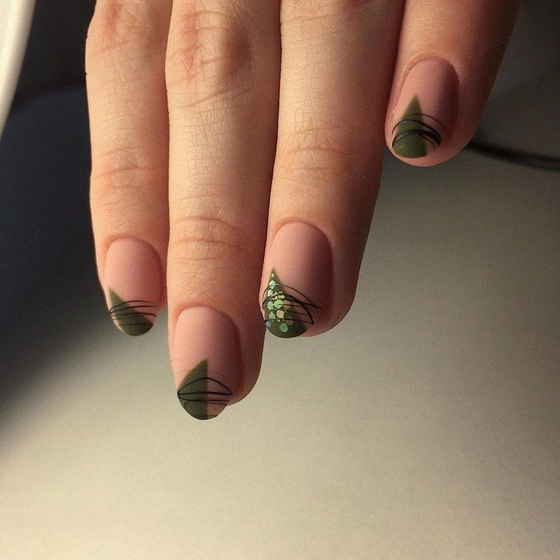 Треугольник на крае ногтя