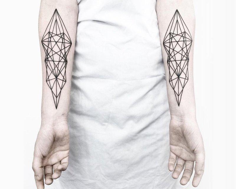 Геометрические татуировки на руках