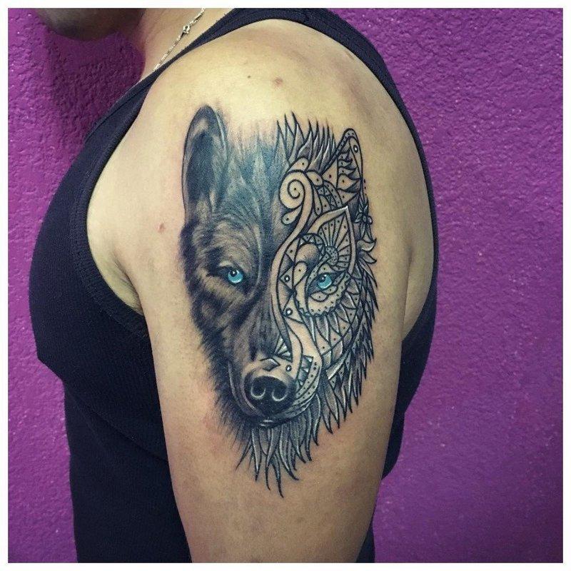 Смешение стилей - тату волка мужчине на руку