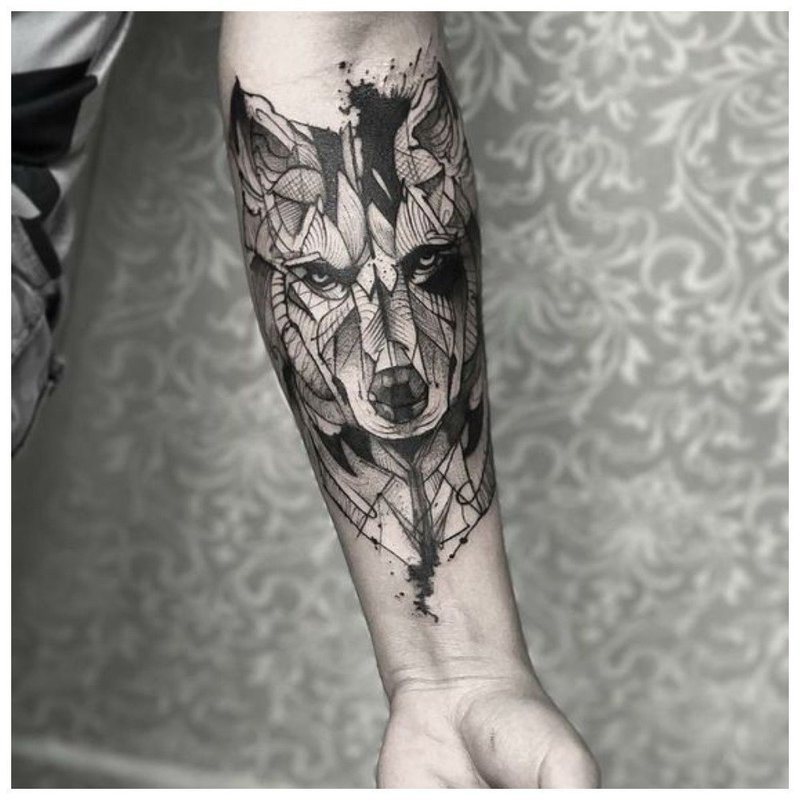 Реалистичное тату волка