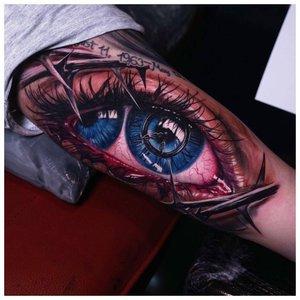Глаз с двумя радужками