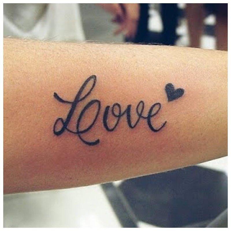 Любовь надпись на руке тату