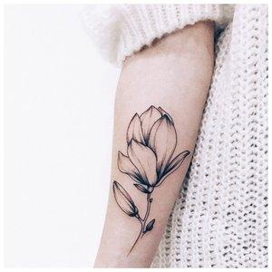Цветок в технике минимализма
