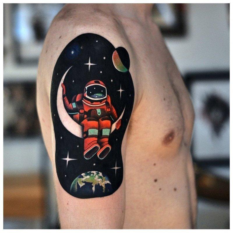 Космонавт в цвете