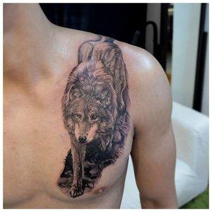Тату крадущегося волка