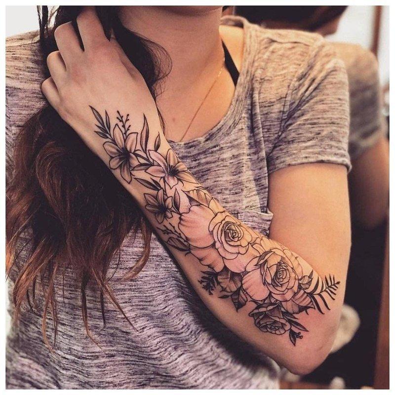 Оригинальное тату для девушки на всю руку
