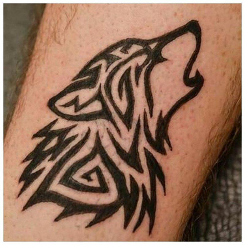 Волчонок воет на луну - эскиз для тату