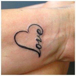 Любовь - надпись и символ