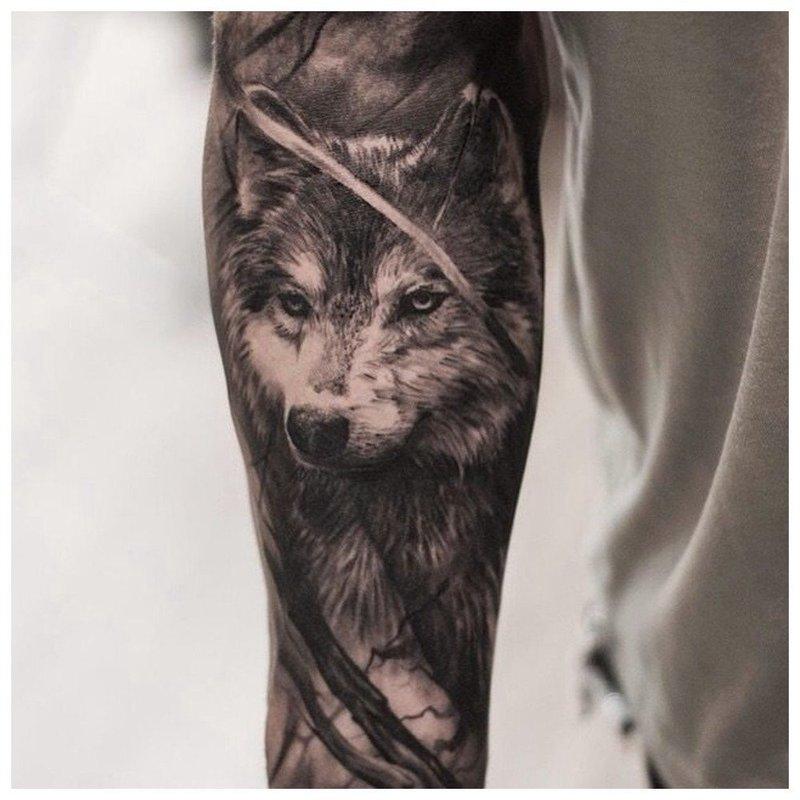Суровый волк - тату на всю руку