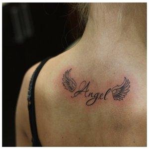 """Надпись """"Ангел"""" с крыльями"""