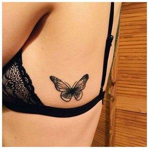 Тату бабочка на теле девушки