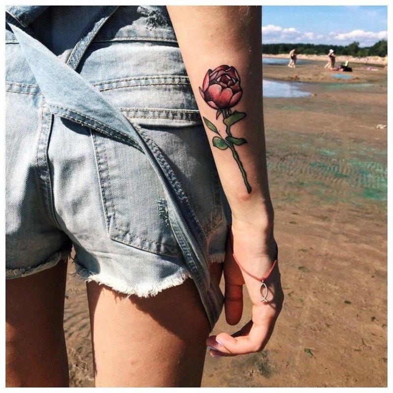 Роза - красивое тату